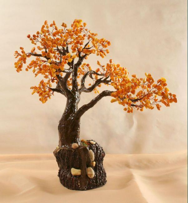 Деревья из бисера и камней.