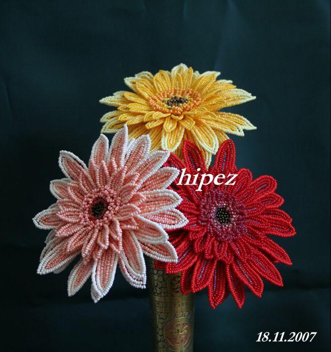 Цветы из бисера - настоящее украшение для домашней обстановки, а еще они очень красиво смотрятся в качестве...
