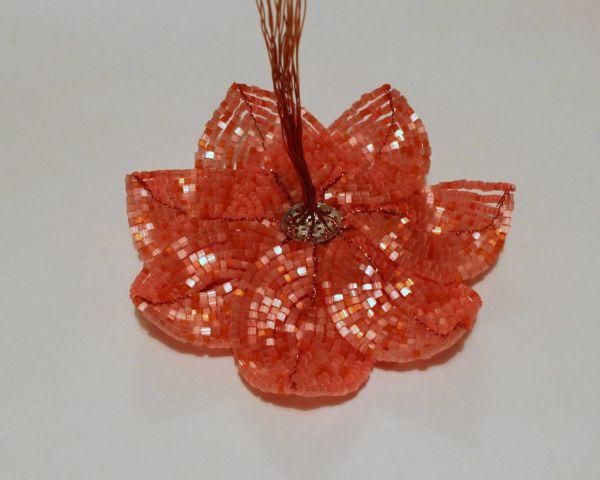 цветок из бисера